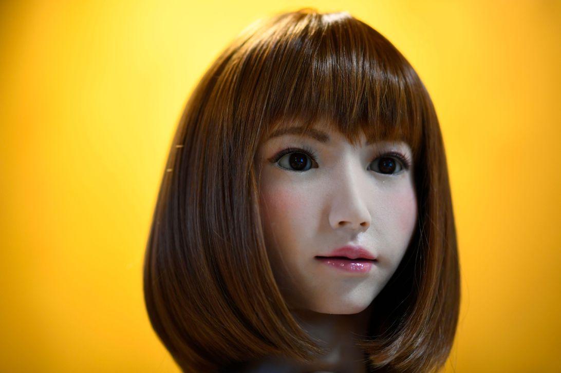 Robot actress